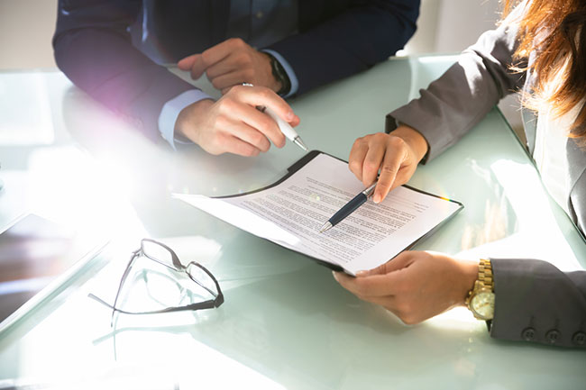 Retaining a Business Contract Lawyer Can Protect Your Bottom Line